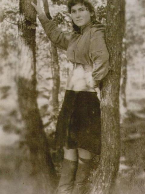 Выпускница средней школы №32 ст.Новоминской Зинченко Сима (дочь Тимофея Семёновича). Окончила школу в 1942 году. С 1943 г. работала в госпиталях. Капитан запаса. После войны окончила медицинский институт. Всю жизнь лечила людей. Врач-терапевт. В 1950-53 гг. работала в больнице ст.Новоминской. (Это она собирала и хранила эти документы и фотографии)